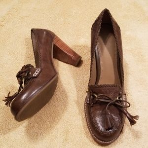 B. Makowsky Brown Leather Robyn Loafer Pumps in 10